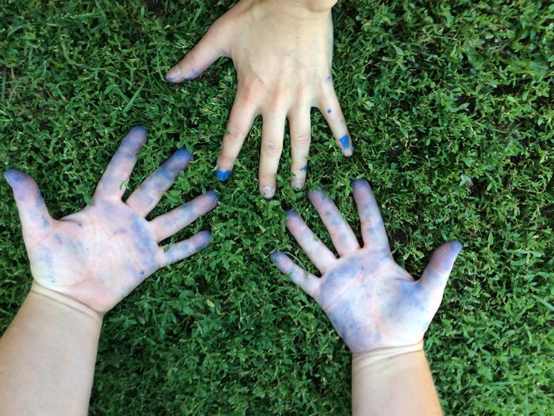Nos mains après la peinture de Lucette