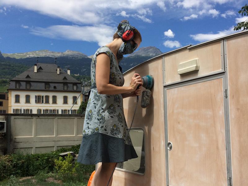 Lucette, la caravane de mode éthique de tem pimenta pendant la rénovation.
