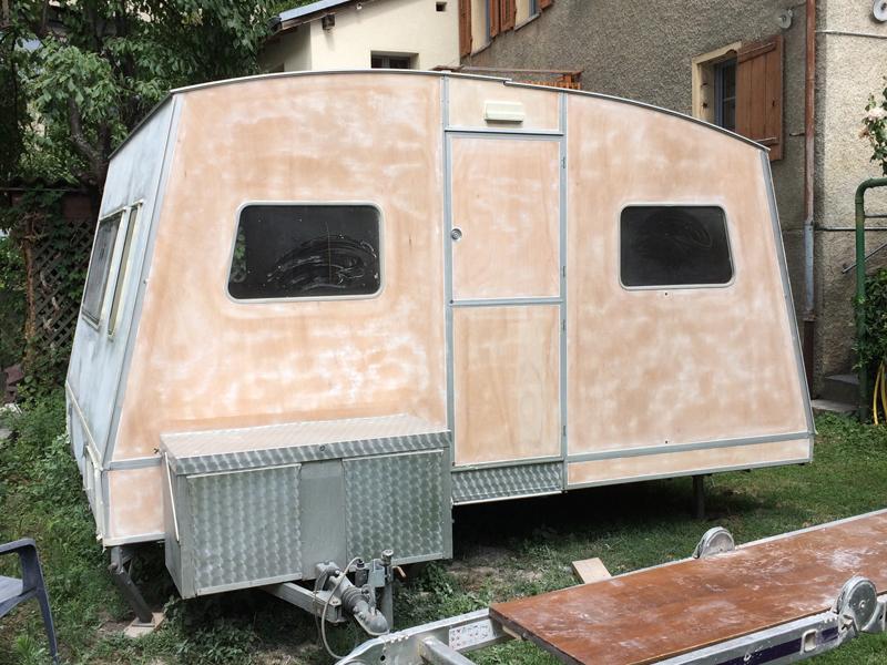 Lucette, la caravane de mode éthique de tem pimenta pendant la rénovation